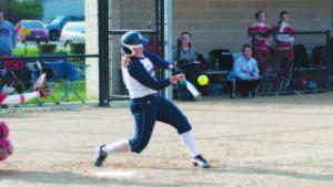 Softball splits on Senior Day against Bulldogs, 7-5, 2-11