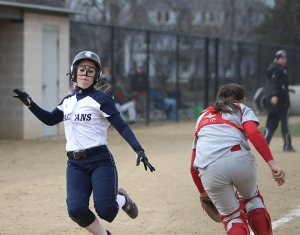 Softball starts 4-0 weekend with walk-off win in home opener