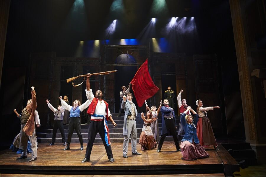 Despite+its+small+cast%2C+the+Great+Lakes+Theater+Company+was+able+to+put+on+a+realistic+version+of+%22Les+Miserables.%22