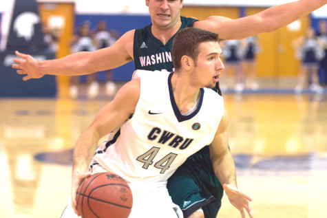 Men's basketball wins and loses on smallest of margins