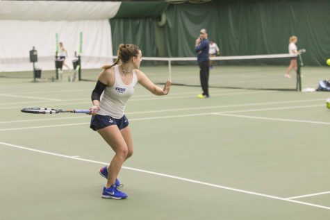 Women's tennis continues to win