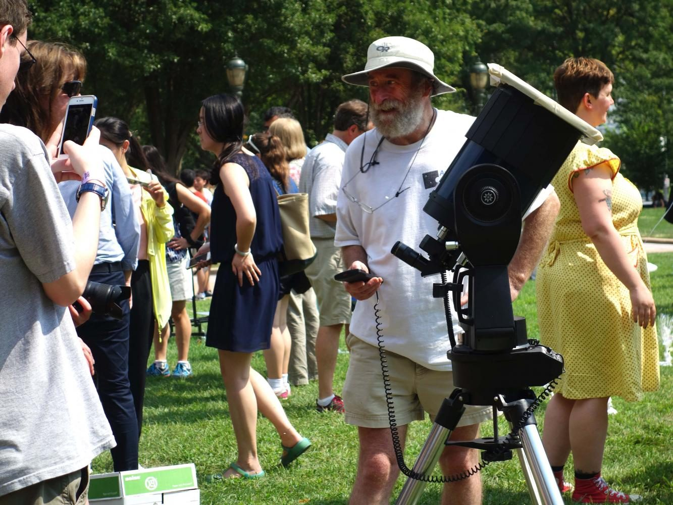 Many+viewed+the+eclipse+from+the+Warner+and+Swasey+Observatory+or+the+Kent+Hale+Smith+Oval.