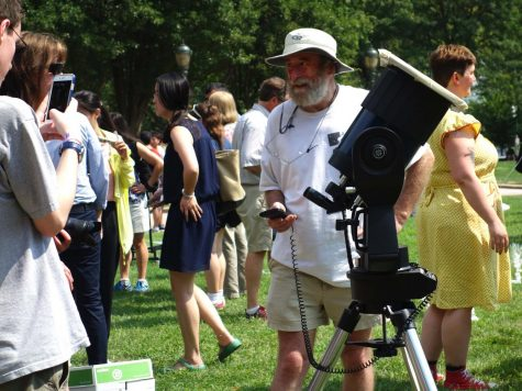 CWRU watches solar eclipse during First-Year Orientation