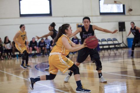 Women's basketball notches first UAA win over Throwback Weekend