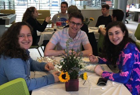Chabad and Hillel get Jewish students in the Passover spirit