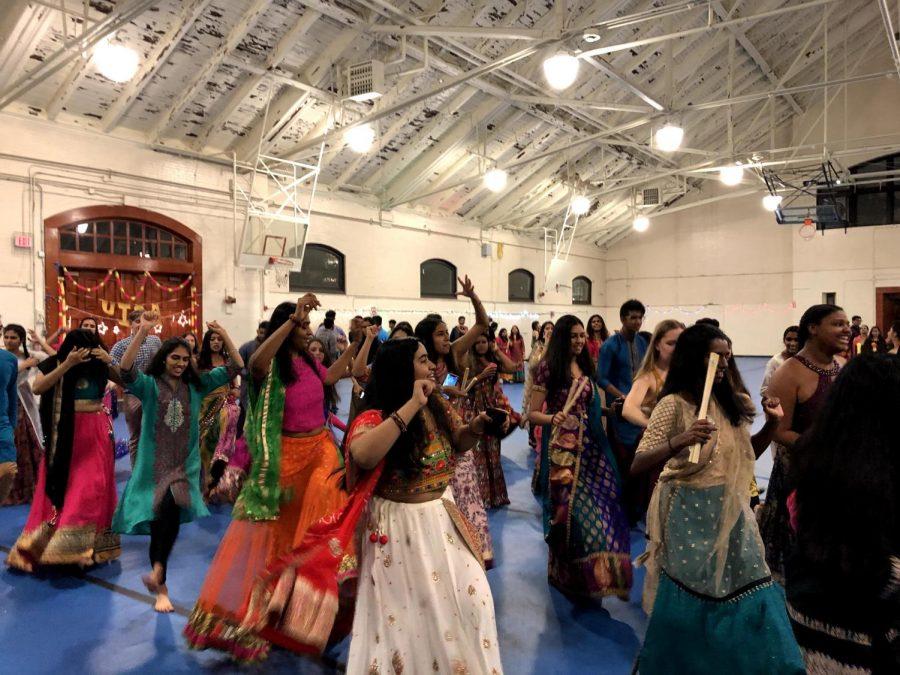 "uISA's ""Garba"" brings Indian holiday spirit to CWRU"