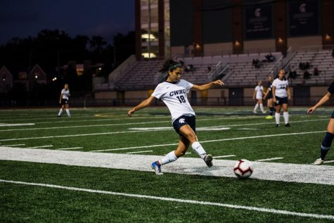 Women's soccer splits pair of close games