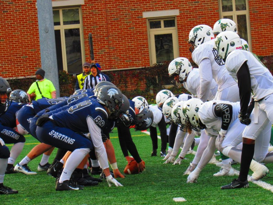 The+Spartans+football+take+their+positions