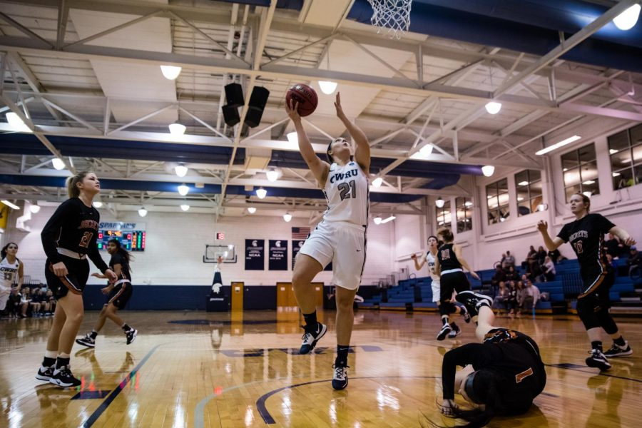 Women's basketball team starts season with a young team