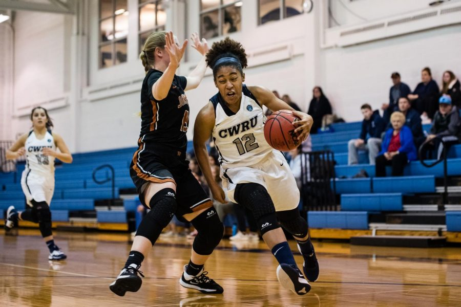 Women's basketball drop two on the road