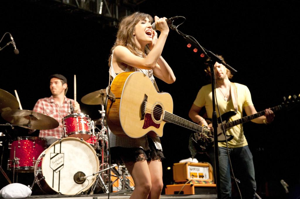 Kate Voegele, Meagan McCormick charm crowd at Welcome Back Concert