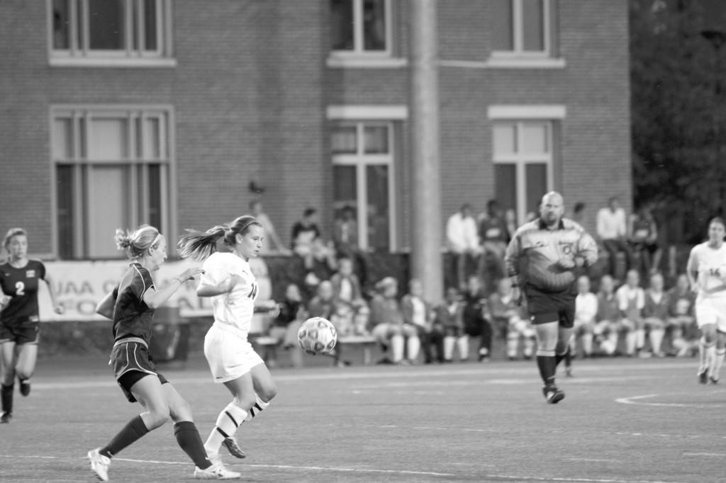 Women's soccer breaks streak, falls hard in Boston