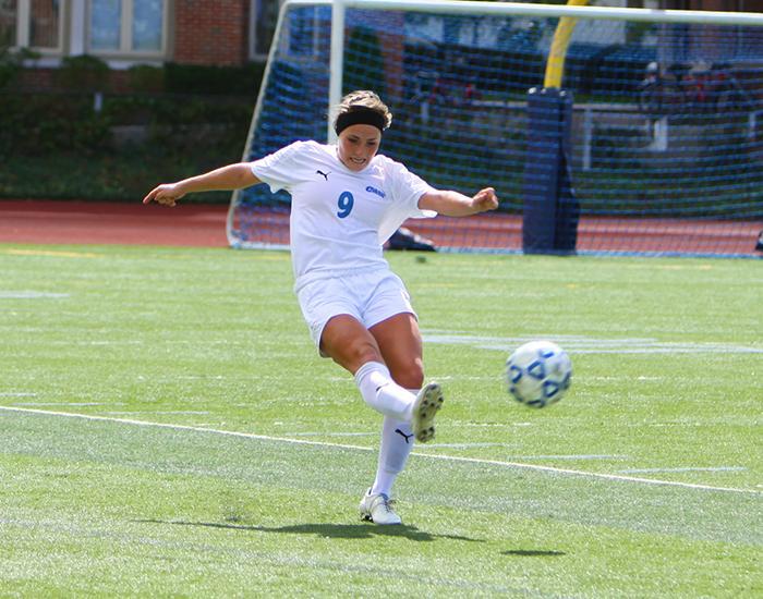 Women's soccer falls to No. 1 Eagles, No. 21 Tartans