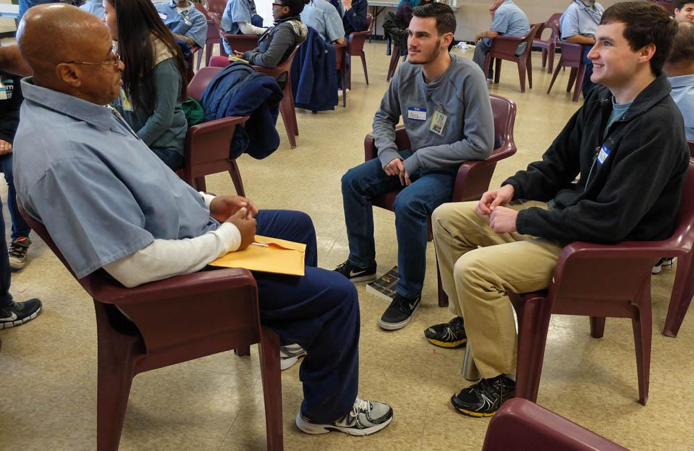 Students, both inmates and from CWRU, discussed social issues as a group.