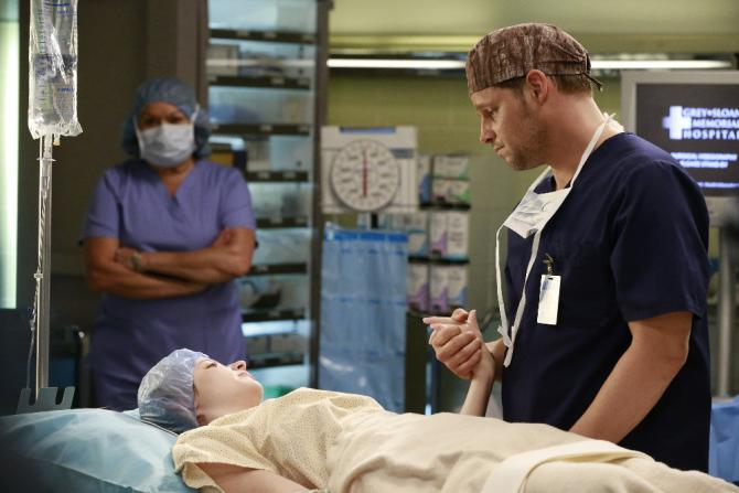 """Grey's Anatomy"" 'All I Want Is You' Review: One big therapy session"