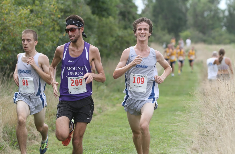 Fourth-year+runner+Galen+Caldwell+pushing+himself+to+the+limit+during+a+race+last+year.+