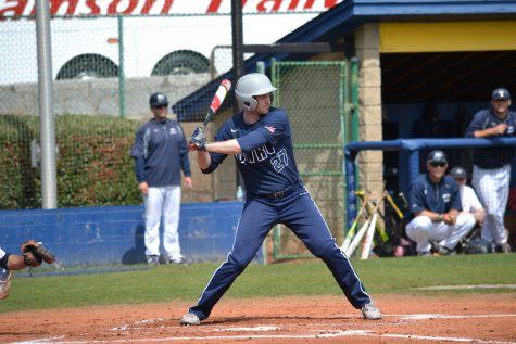 The baseball team split the weekend series against Emory University, including a wild 20-15 victory in the finale.