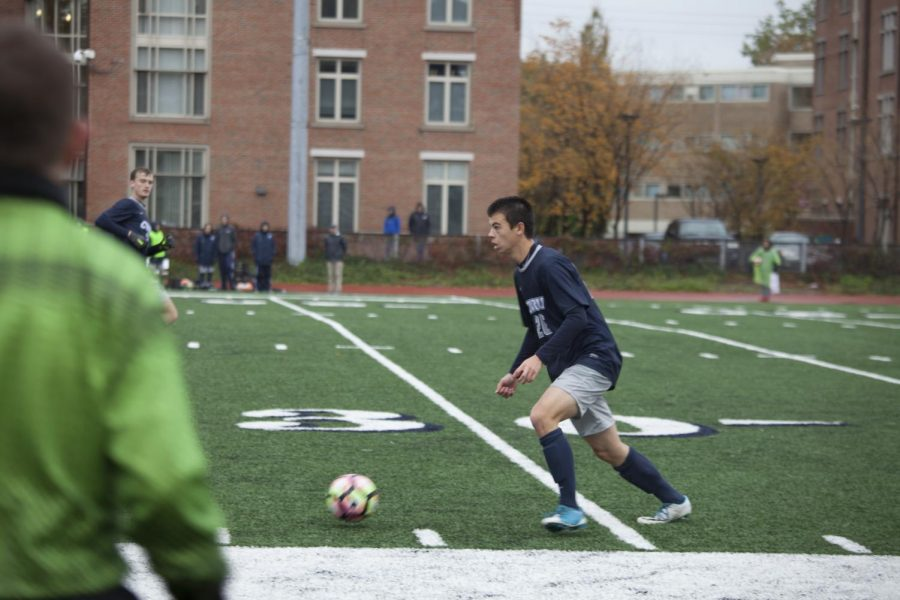Battling+the+cold%2C+second-year+midfielder+Brian+Woo+looks+upfield+for+a+teammate.