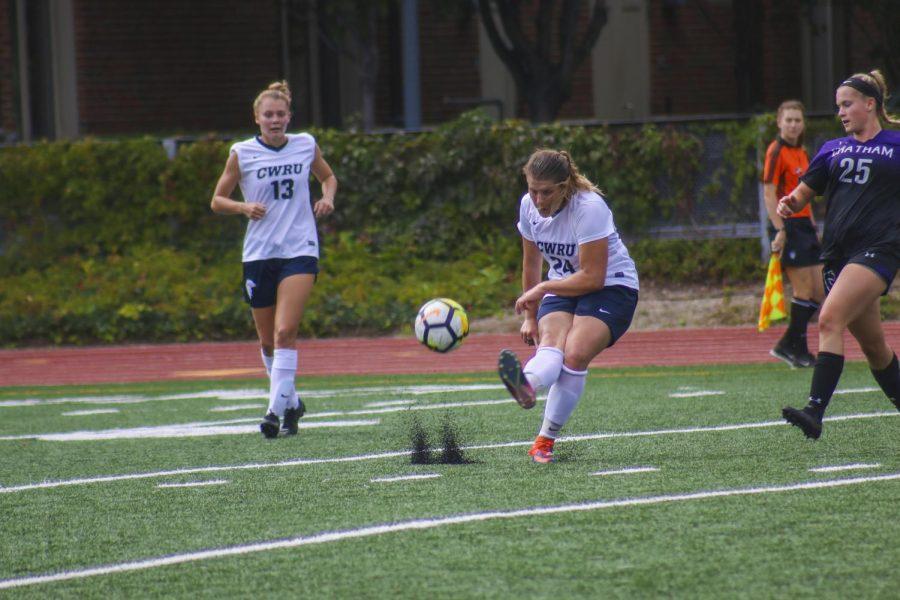 Women's soccer finishes strong at home with win over Oberlin