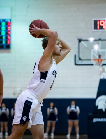 Men's basketball suffers setback against UAA opponents