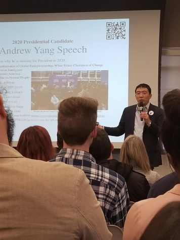 Long-shot Democratic nomination candidate Andrew Yang visits Cleveland library