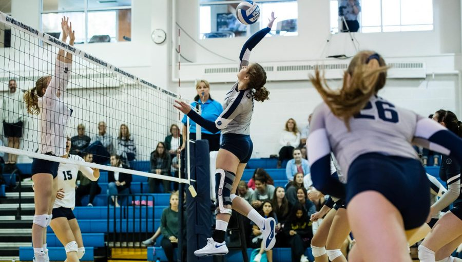 Volleyball eaked out a 25-23 victory against Mount Union on Sept. 11 Courtesy of CWRU Athletics