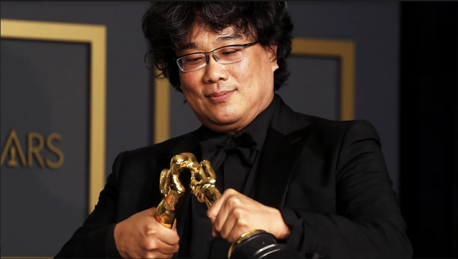 %22Parasite%22+writer-director+Bong+Joon-ho+plays+matchmaker+with+two+of+his+four+Oscar+statuettes.